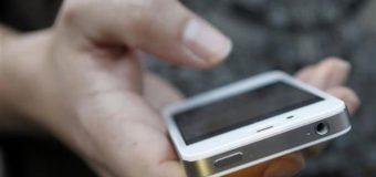 У Луцьку зловмисник посеред вулиці викрав у чоловіка телефон