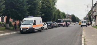 У Нововолинську автобус з пасажирами в'їхав у легковик, постраждала жінка