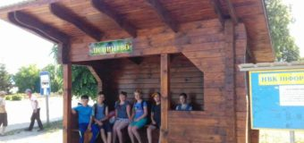 На Меневиччині лісівники встановили дві автобусні зупинки