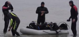 На Світязі бажаючі можуть пірнути з аквалангом на глибину і зробити фото. ВІДЕО