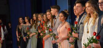 Випускників луцьких шкіл нагородили золотими та срібними медалями. ФОТО