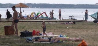 Оновлюють центральний пляж у селі Світязь