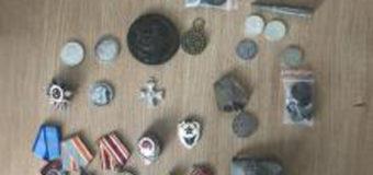 Волинські митники виявили приховану від контролю колекцію медалей та монет