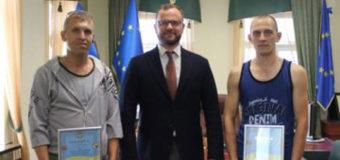 Нагородили водіїв, які під час буревію у Луцьку вправно розвернули тролейбус. ВІДЕО