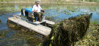 Річку на Волині розчищати допомагала машина-амфібія. ФОТО