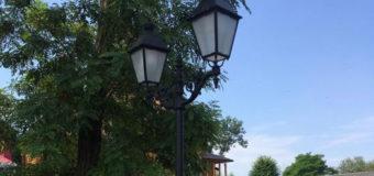 У місті на Волині встановили ліхтарі в стилі барокко