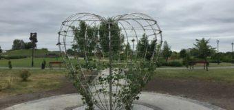 У ковельському парку встновили символічний знак «Серце миру»