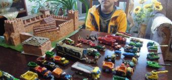 Хлопчик із Шацька виготовив із маленьких пластилінових цеглинок 5-кілограмовий замок Любарта