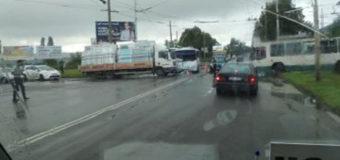 У Луцьку зіткнулися маршрутка та вантажівка. Є постраждалі