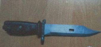 На Волині правоохоронці вилучили в поляка холодну зброю