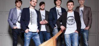 """У черзі на """"Ягодині"""" український гурт влаштував концерт. ВІДЕО"""