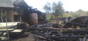 Через блискавки на Камінь-Каширщині горіли дві господарські споруди