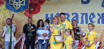 У Нововолинську сім'я виграла путівку в Париж у конкурсі вишиванок