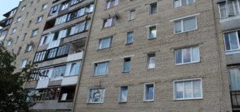 У Нововолинську 2-річна дівчинка замкнулася в квартирі