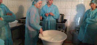 Поляки вчили волинських виробників варити унікальні сири. ФОТО