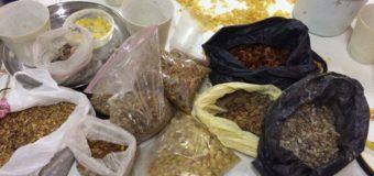 У волинянина вдома знайшли понад 60 кілограмів бурштину