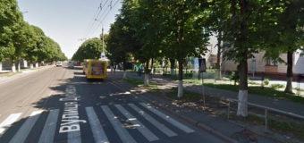 У Луцьку біля школи №7 просять встановити «лежачого поліцейського»