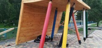 У селі під Луцьком на зупинці встановлять лавку у вигляді гумки. ФОТО
