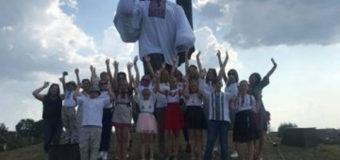 У Ковелі монумент Шевченка  одягнули у велетенську вишиванку