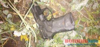 На Волині троє киян у масках з пістолетом вдерлися в будинок