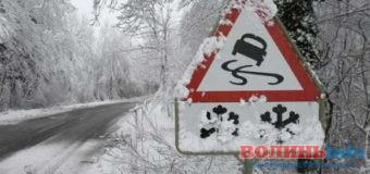 Через снігопад проїзд автошляхами Волині ускладнений