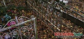 У Горохові вчинили акт глуму на кладовищі