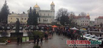 «Окупований» поліцією центр, або Як у Луцьку готуються до приїзду Порошенка(ФОТО)