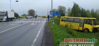На Волині шкільний автобус потрапив у смертельну аварію