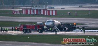 """У російському """"Шереметьєво"""" загорівся літак, загинули кілька десятків пасажирів"""