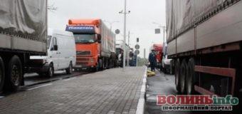 На Волині затримали шість вантажівок контрабандного товару з Туреччини