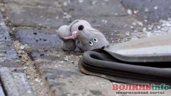 однорічний малюк загинув під колесами батьківського автомобіля
