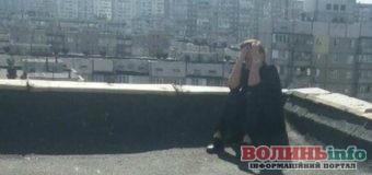 Луцьк: п'ятьма екіпажами патрульних відмовиляли чоловіка від суїциду