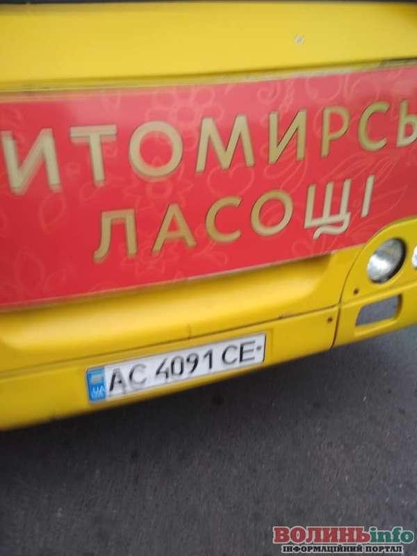 Луцьк: водій силоміць випхав жінку із салону маршрутки