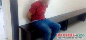 В Ковелі чоловік намагався забрати зброю у поліцейського