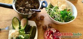 Готуємо салати з пікантними заправками