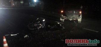 Невдалий обгін: мотоцикліст протаранив позашляховика