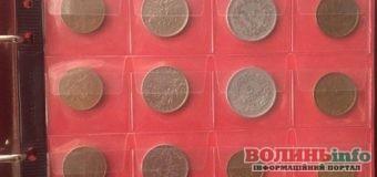 Українець намагався перевезти колекцію монет та ніж через кордон