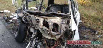 Біля Луцька від удару згорів автомобіль: люди госпіталізовані