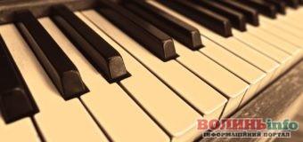 Старі піаніно перетворили у стильні меблі: ідеї для декору