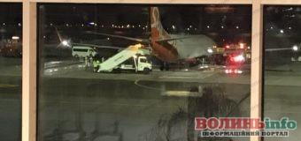 В Єгипті загорілося шасі у літака з України