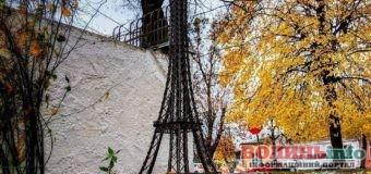 Посеред Рівного виросла Ейфелева вежа: фото