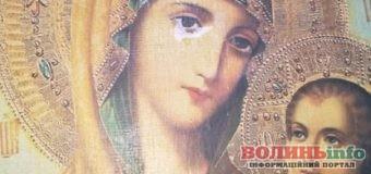 Копія Тихвінської ікони Богородиці мироточить на Львівщині