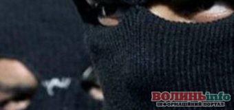 Невідомі в масках напали на сім'ю волиняна та пограбували їх