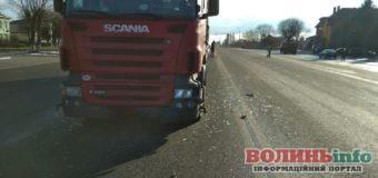 ДТП у Княгининку: зіткнулися вантажівка та легковик