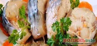 Корисна, смачна та дієтична страва: соковита скумбрія запечена в банці.