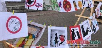 В центрі Луцька розповідають, як боротися із насильством