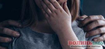 На Рівненщині вітчим зґвалтував 14-річну дівчину, вона вагітна