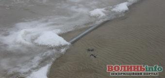 Виявили трубу, через яку, ймовірно, забирали воду з озера Світязь