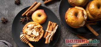 Запікаємо яблука в духовці: три оригінальних рецепта