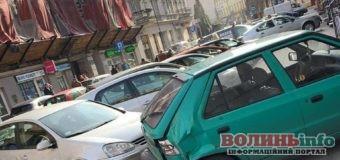 Українець протаранив 8 автівок у Польщі